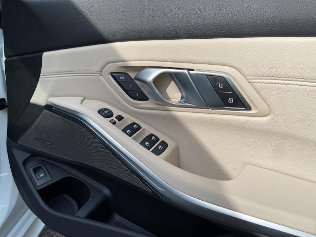 2021 BMW 330i M Sport Auto 4-door (White) - Image: 6