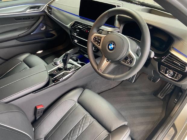 2021 BMW M550i V8 Steptronic xDrive 4-door  - Image: 7