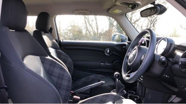 2017 MINI Cooper 3-door Hatch (Blue) - Image: 11