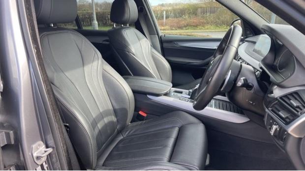 2018 BMW XDrive40d M Sport (Grey) - Image: 11