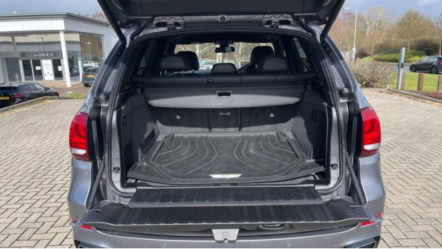 2018 BMW XDrive40d M Sport (Grey) - Image: 13