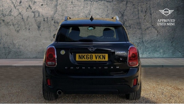 2018 MINI F60 Cooper S E ALL4 PHEV Countryman (Black) - Image: 15