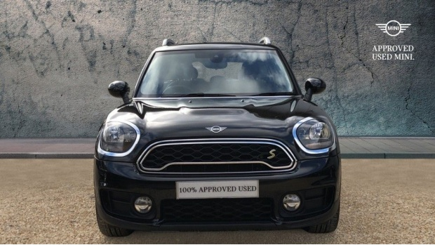 2018 MINI F60 Cooper S E ALL4 PHEV Countryman (Black) - Image: 16