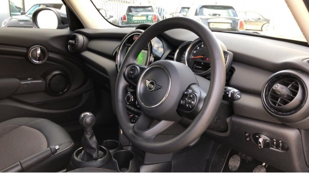 2020 MINI 5-door One Classic (Black) - Image: 6