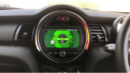 2020 MINI 5-door One Classic (Black) - Image: 8