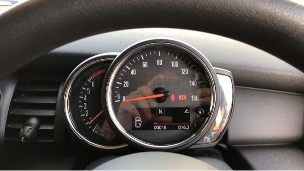 2020 MINI 5-door One Classic (Black) - Image: 9