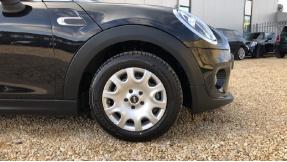 2020 MINI 5-door One Classic (Black) - Image: 14