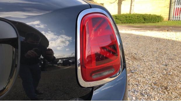 2020 MINI 5-door One Classic (Black) - Image: 21