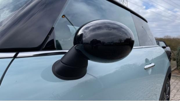 2017 MINI Cooper S 3-door Hatch (Blue) - Image: 33