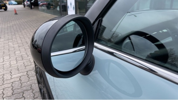 2017 MINI Cooper S 3-door Hatch (Blue) - Image: 34
