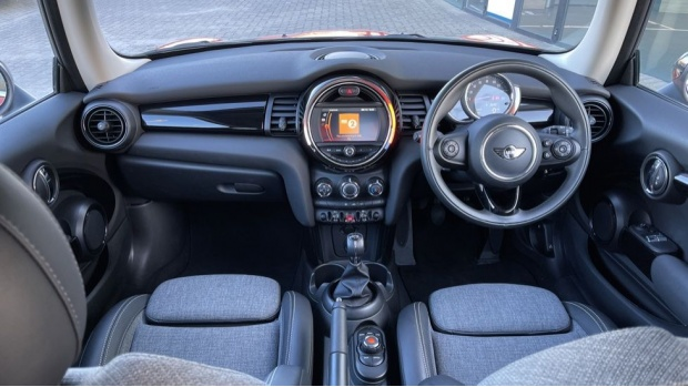 2018 MINI Cooper 3-door Hatch (Orange) - Image: 4