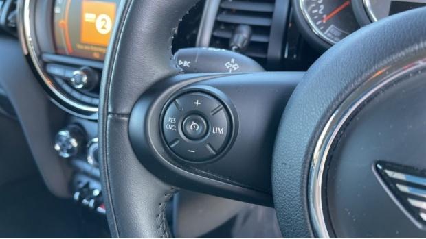 2018 MINI Cooper 3-door Hatch (Orange) - Image: 17
