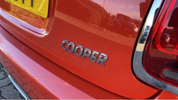 2018 MINI Cooper 3-door Hatch (Orange) - Image: 36