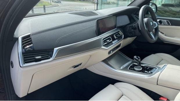 2021 BMW XDrive30d M Sport  - Image: 7