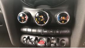 2018 MINI 3-door Cooper Seven Edition (Black) - Image: 18