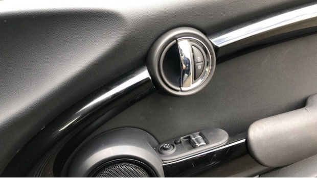 2018 MINI 3-door Cooper Seven Edition (Black) - Image: 20
