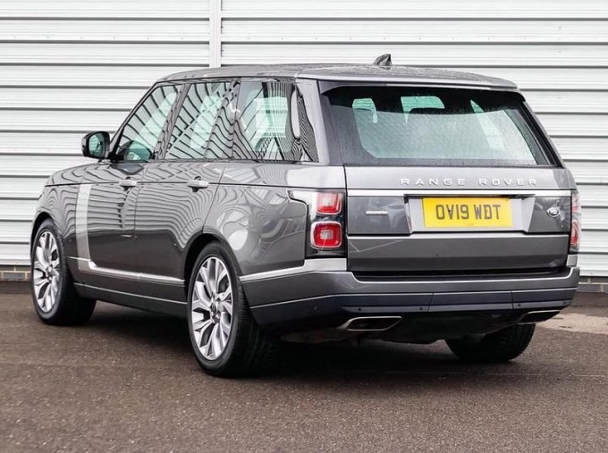 2019 Land Rover SD V8 Autobiography Auto 4WD 5-door (Grey) - Image: 2