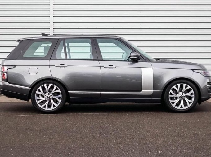 2019 Land Rover SD V8 Autobiography Auto 4WD 5-door (Grey) - Image: 5