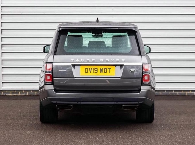 2019 Land Rover SD V8 Autobiography Auto 4WD 5-door (Grey) - Image: 6