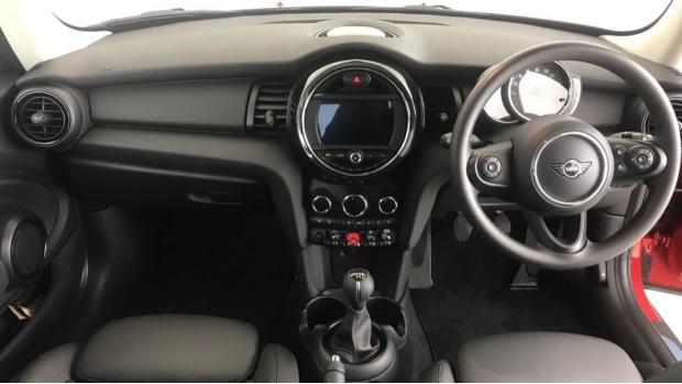 2019 MINI 3-door One Classic (Red) - Image: 4