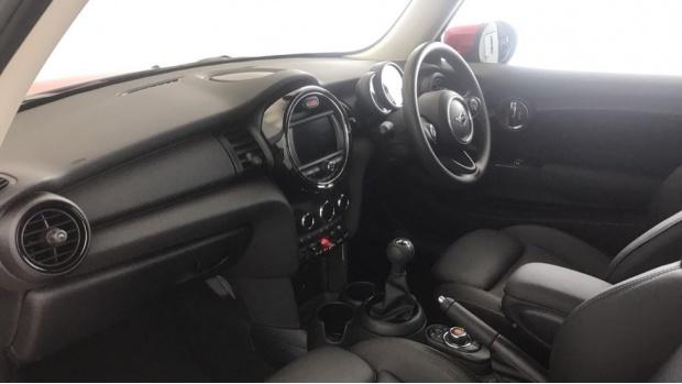 2019 MINI 3-door One Classic (Red) - Image: 6
