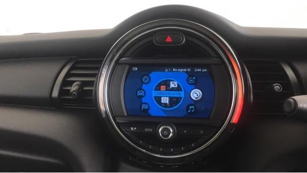 2019 MINI 3-door One Classic (Red) - Image: 7