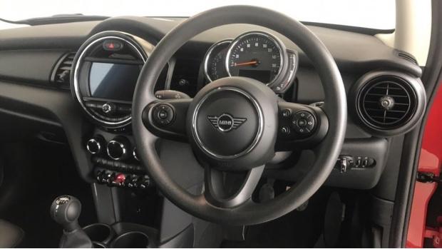 2019 MINI 3-door One Classic (Red) - Image: 8