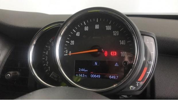 2019 MINI 3-door One Classic (Red) - Image: 9