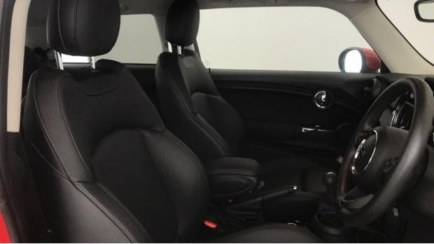 2019 MINI 3-door One Classic (Red) - Image: 11