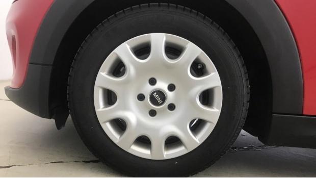 2019 MINI 3-door One Classic (Red) - Image: 14
