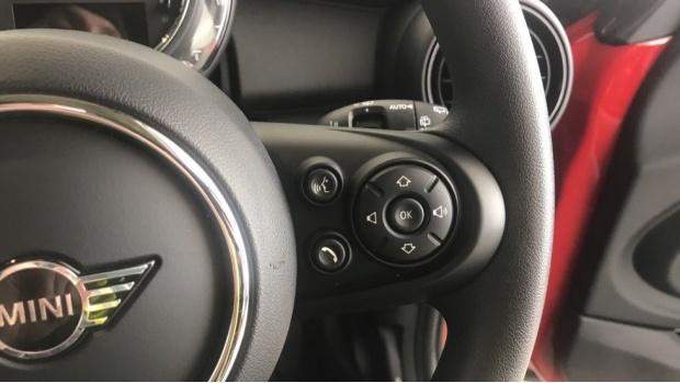 2019 MINI 3-door One Classic (Red) - Image: 18