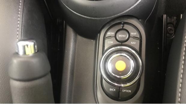 2019 MINI 3-door One Classic (Red) - Image: 19