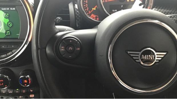 2019 MINI 5-door Cooper S Classic (White) - Image: 17