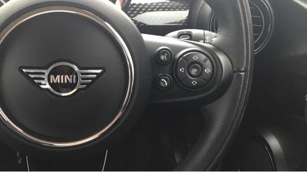 2019 MINI 5-door Cooper S Classic (White) - Image: 18