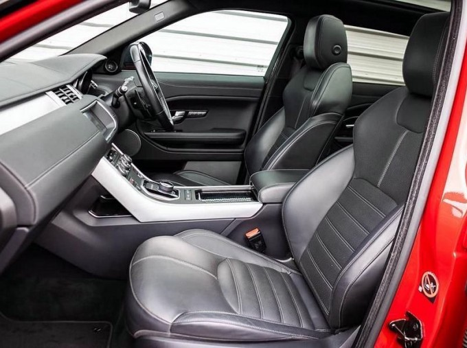 2017 Land Rover TD4 HSE Dynamic Lux Auto 4WD 5-door (Red) - Image: 3
