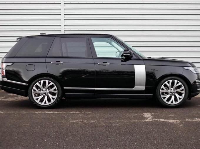 2019 Land Rover SD V6 Autobiography Auto 4WD 5-door (Black) - Image: 5