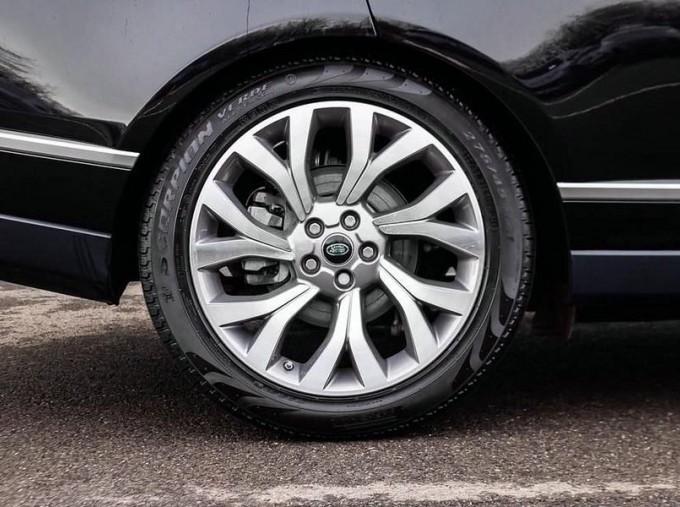 2019 Land Rover SD V6 Autobiography Auto 4WD 5-door (Black) - Image: 8