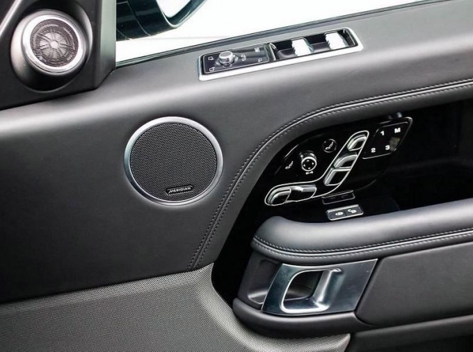 2019 Land Rover SD V6 Autobiography Auto 4WD 5-door (Black) - Image: 13