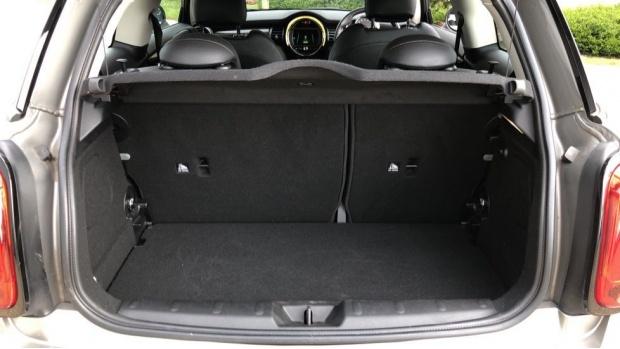 2018 MINI Cooper S 3-door Hatch (Silver) - Image: 13