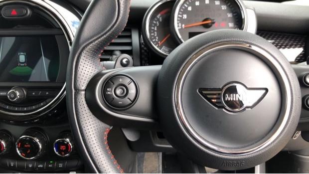 2018 MINI Cooper S 3-door Hatch (Silver) - Image: 17