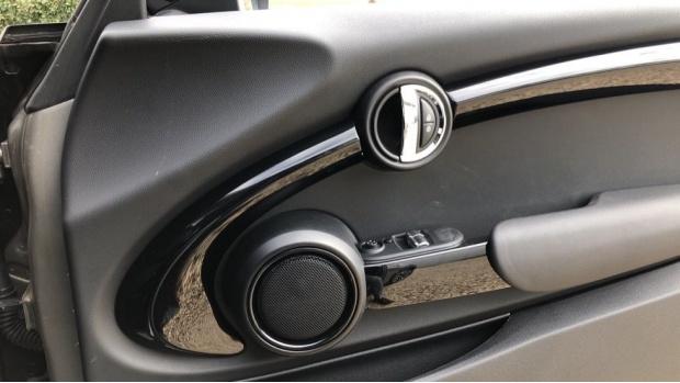 2018 MINI Cooper S 3-door Hatch (Silver) - Image: 20