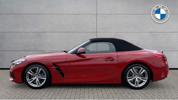 2020 BMW SDrive30i M Sport (Red) - Image: 3