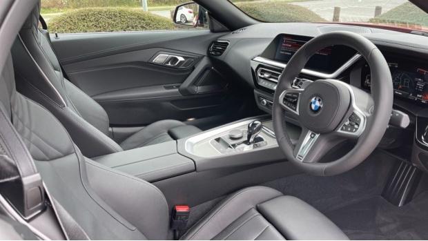 2020 BMW SDrive30i M Sport (Red) - Image: 6