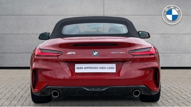 2020 BMW SDrive30i M Sport (Red) - Image: 15