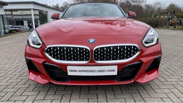 2020 BMW SDrive30i M Sport (Red) - Image: 30