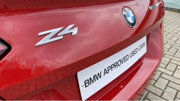 2020 BMW SDrive30i M Sport (Red) - Image: 37