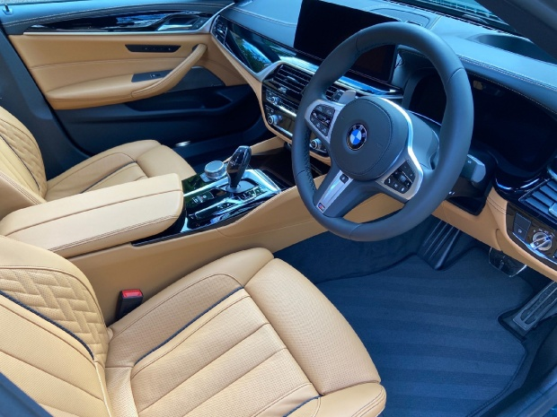 2021 BMW M550i V8 Steptronic xDrive 4-door  - Image: 9