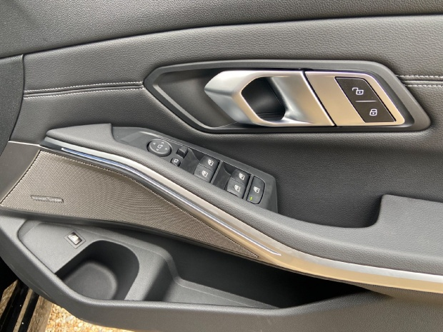 2021 BMW 330e 12kWh M Sport Auto xDrive 4-door (Black) - Image: 8