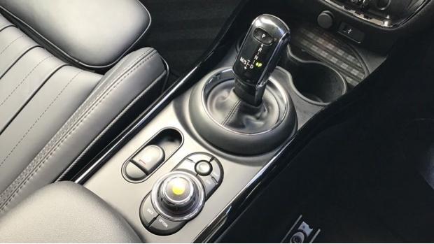 2020 MINI Cooper Exclusive (White) - Image: 10