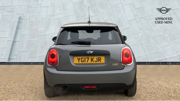 2017 MINI One 3-door Hatch (Grey) - Image: 15